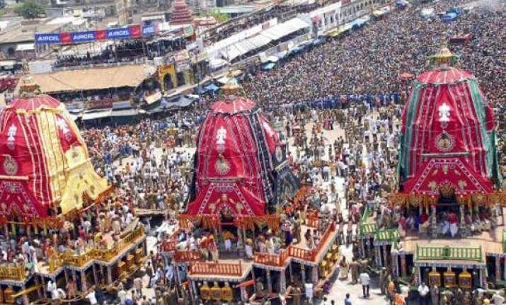lakhs of devotees throng puri rathyatra