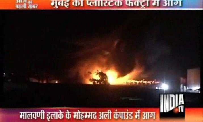 lakhs worth plastic chemicals gutted in mumbai fire