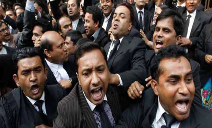 lawyers of delhi high court on strike