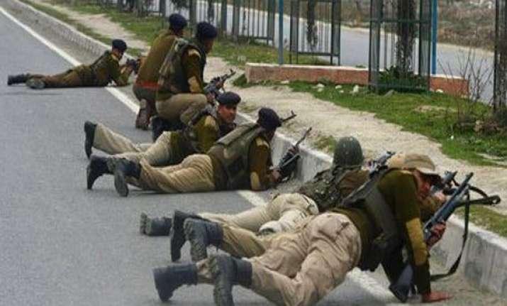 let militant killed in srinagar three policemen injured