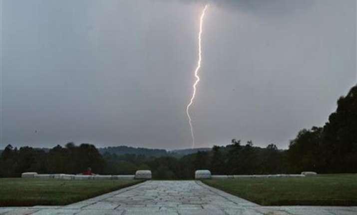 lightning strike claims 3 lives
