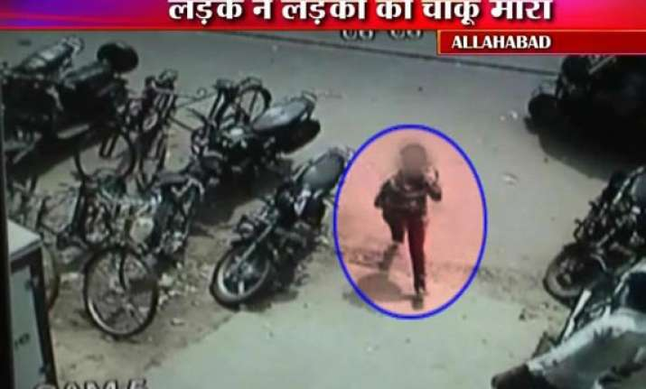 live cctv footage of man in allahabad slashing paramedic