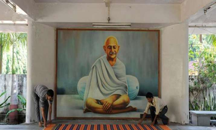 live like gandhi at kochrab ashram in ahmedabad