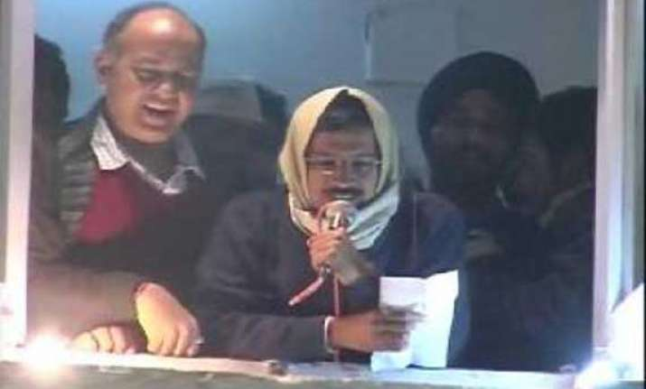 live reporting delhi chief minister arvind kejriwal resigns