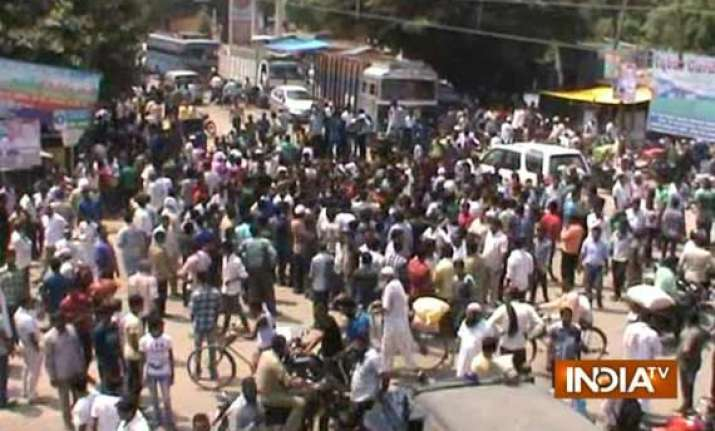 locals protest against severe power cut in bijnor