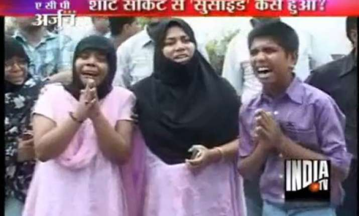 lucknow man mother held for dowry death