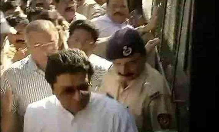mns toll agitation raj thackeray detained released