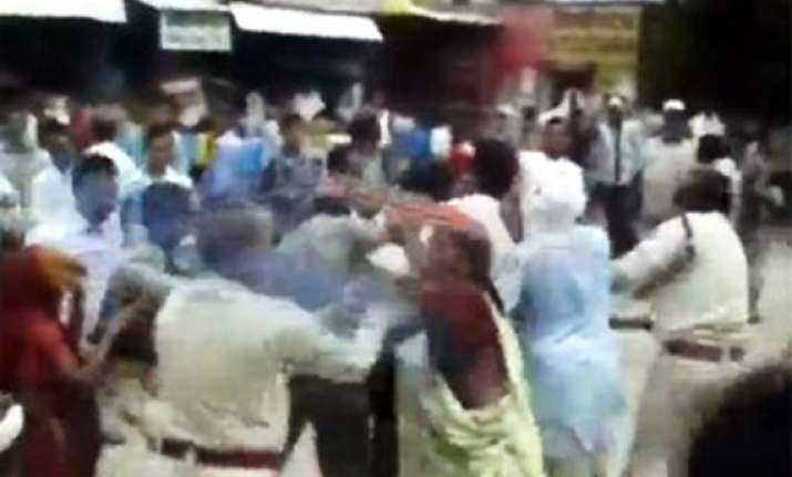 mp police manhandle women during protest