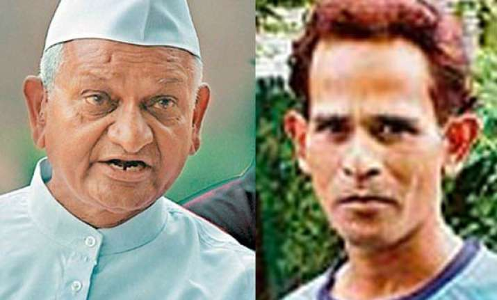 m s dhoni s elder brother bats for anna hazare