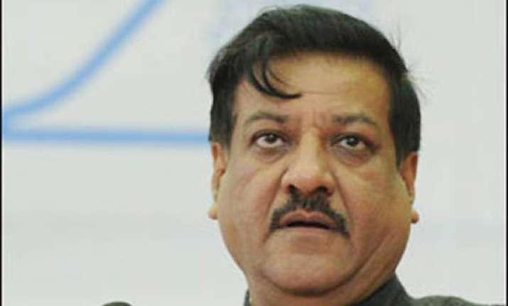 maha cm says no to cbi probe into journalist s murder
