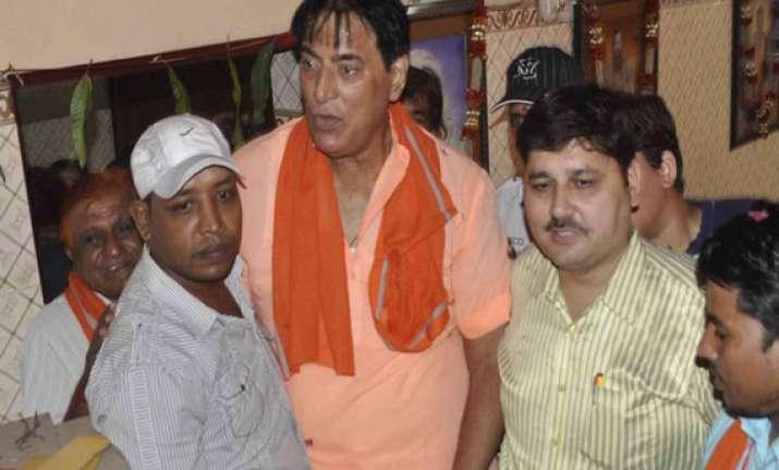 mahabharata serial actor praveen kumar ditches aap supports