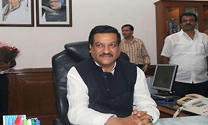 maharashtra cm to make bonfire of wildlife contraband