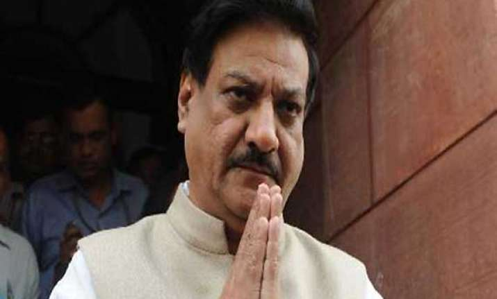 maharashtra cm s bodyguard roughs up tv news channel