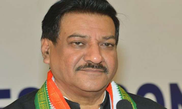 maharashtra cm meets congress leaders in wake of poll