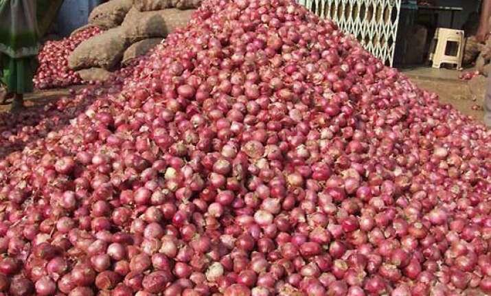 maharashtra cong seeks probe into steep onion price rise