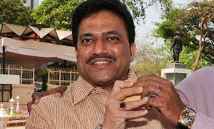 maharashtra minister shashikant shinde s brother held for