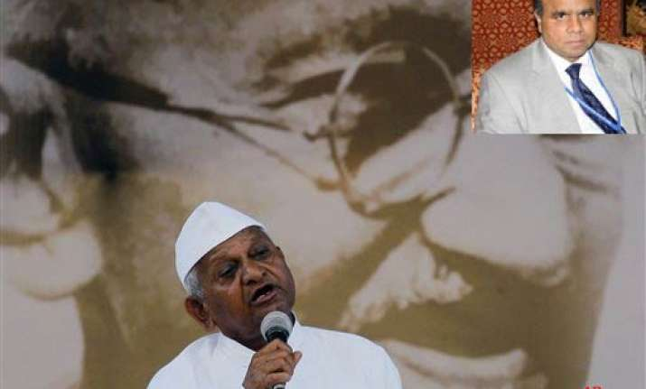 maharashtra bureaucrat meets anna hazare for back channel