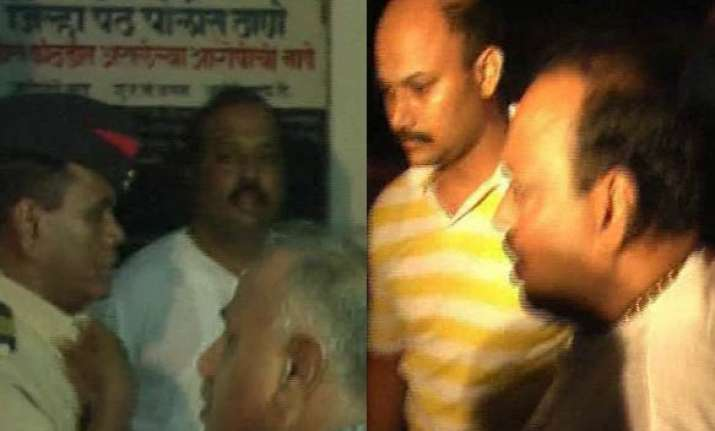 maharashtra ncp mla caught taking bribe from builder