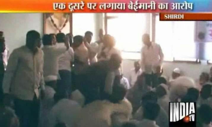 maharashtra primary teachers fight like unruly students