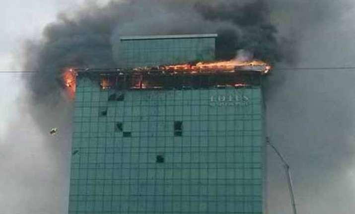 fireman killed five hurt in mumbai high rise blaze