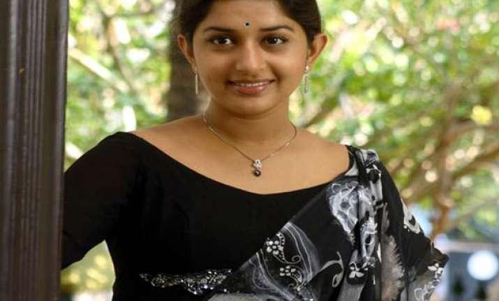 malayalam actress meera jasmine gets exemption in cheating