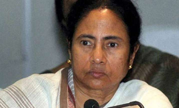 mamata banerjee reviews singapore trip with delegation