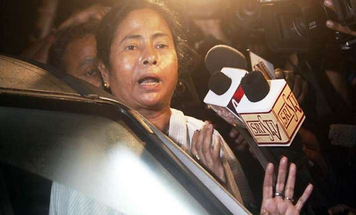 mamata gives more time to maoists warns sympathisers