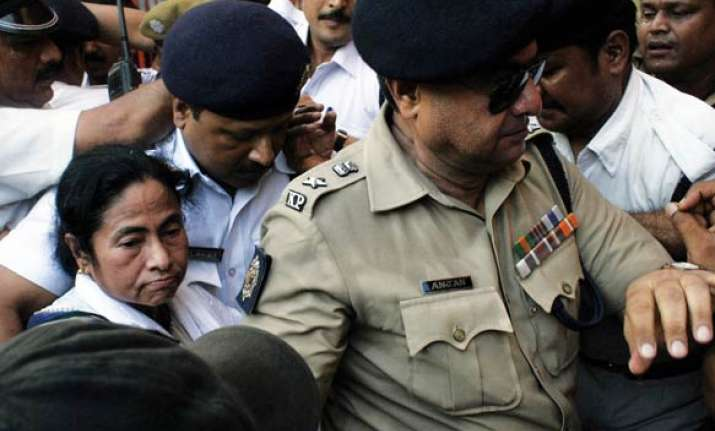 mamata instructs kolkata police not to bother about her