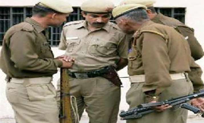 man commits suicide in up police custody