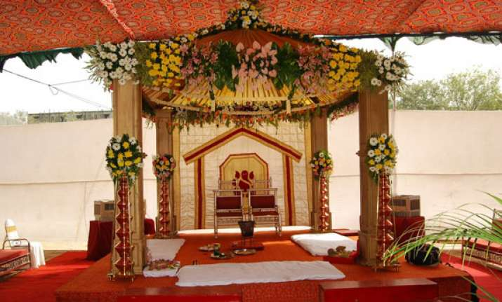 man weds two brides in one mandap
