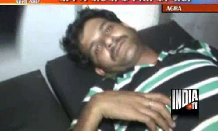 man beaten up by policeman in agra