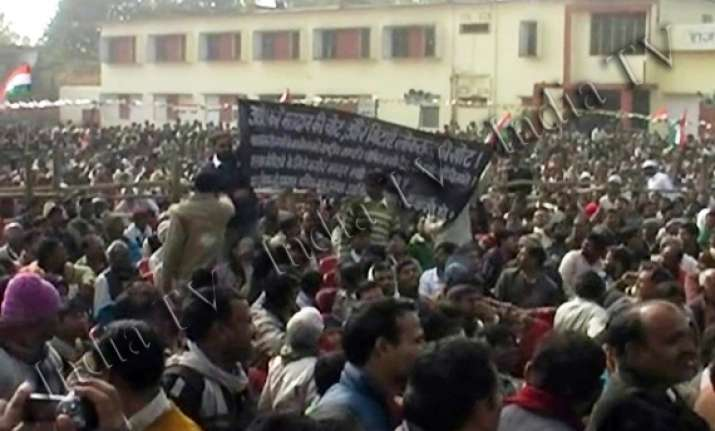 man shows black banner at rahul rally