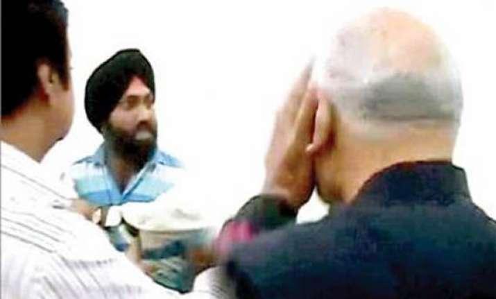 man who slapped sharad pawar gets bail