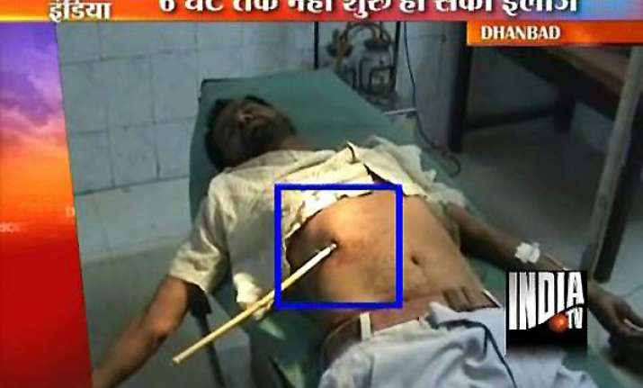 man with arrow pierced in stomach admitted to bokaro