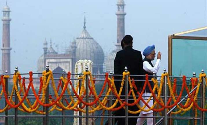 manmohan singh to hoist flag at red fort for 10th time