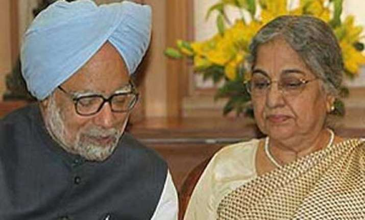 manmohan singh to move out of pm s residence a day before