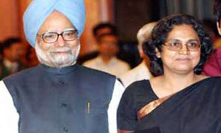 manmohan singh s daughter wanted him to quit after rahul