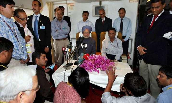 manmohan singh talks nuclear cooperation with hollande putin