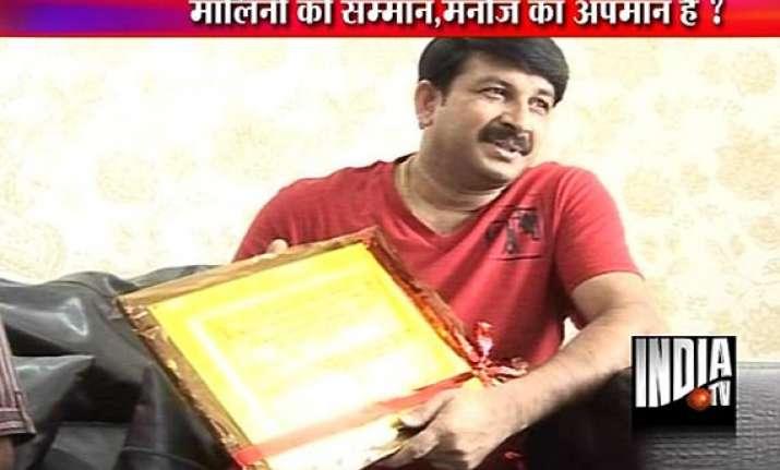 manoj tiwari returns honour after malini is selected