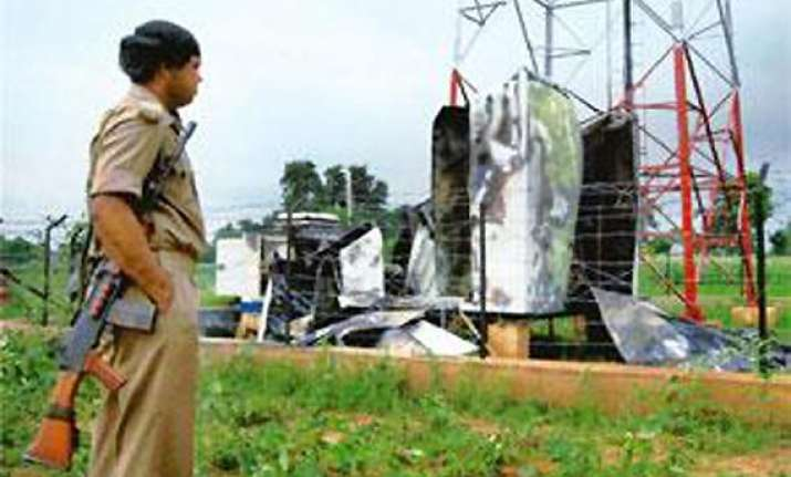 maoists blow up mobile towers ahead of modi rally in bihar