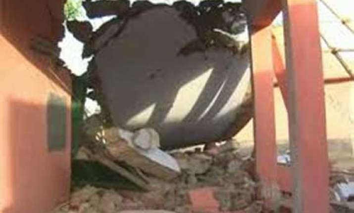 maoists blow up school building