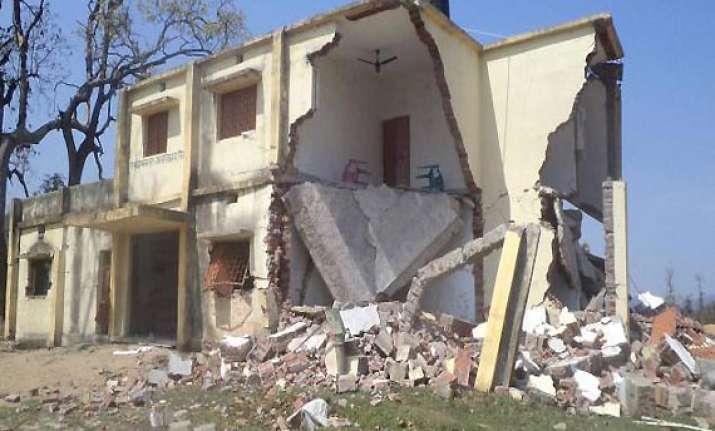 maoists blow up school building in bihar