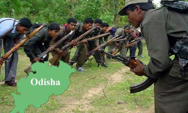 maoists gun down two odisha tribals