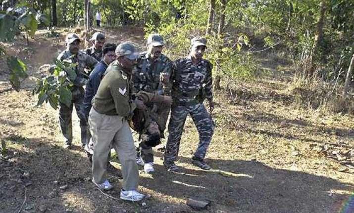 maoists kill 5 policemen in dantewada