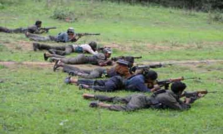 14 maoists surrender before maharashtra state home minister