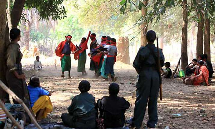 maoists set free 3 abducted persons