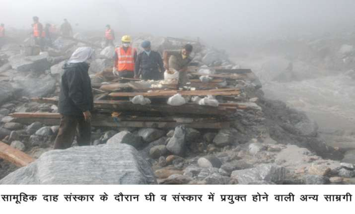 mass cremation of bodies in kedarnath in pics