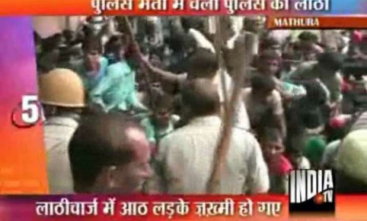 mathura police lathicharge job aspirants
