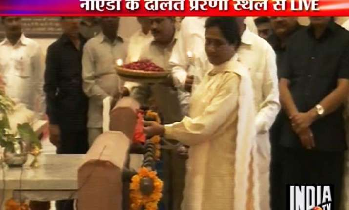 mayawati says congress planning to instal dalit as pm