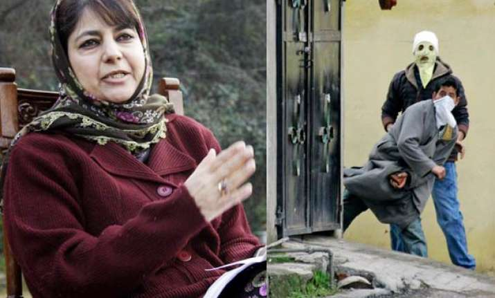 mehbooba draws parallel between egypt kashmir